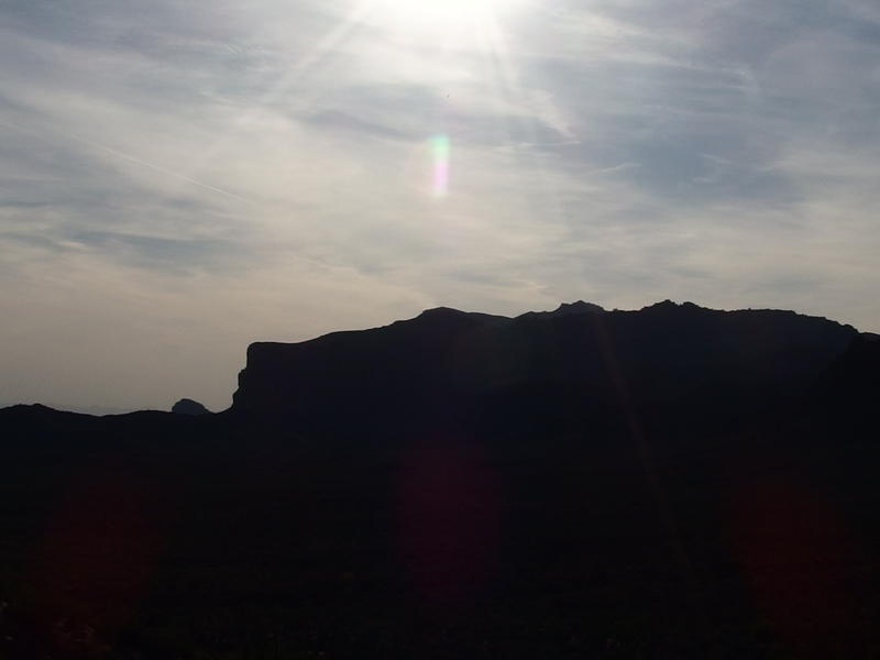 Hot afternoon sun over Dacite Cliffs